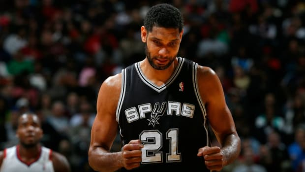 Tim Duncan made an extra $100 with a three pointer