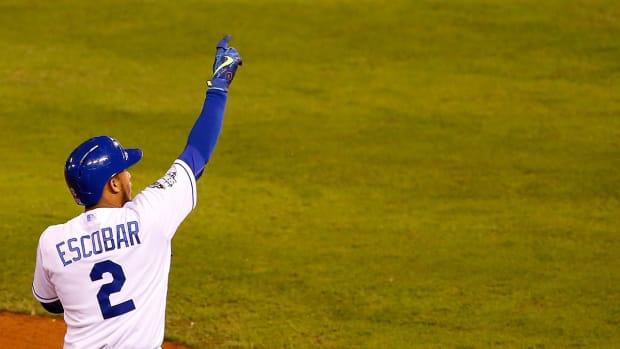 Royals exercise options for Wade Davis, Alcides Escobar -- IMAGE