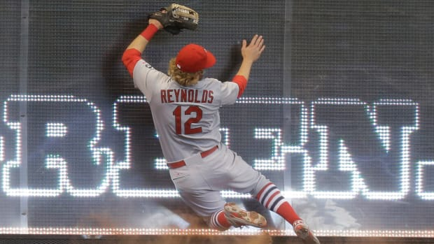 st-louis-cardinals-mark-reynolds-catch-outfield-tape.jpg