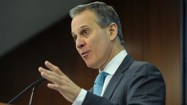 New York Attorney General Eric Schneiderman fires back at DraftKings, FanDuel   -- IMAGE
