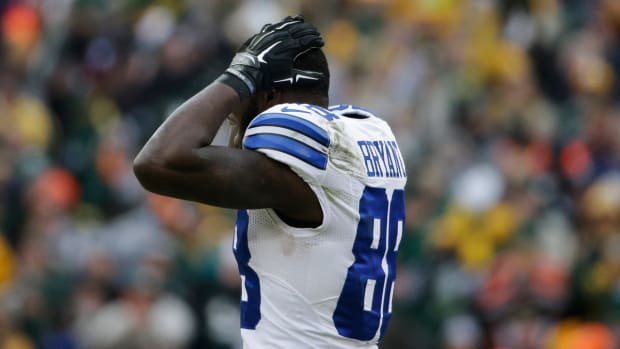 Terrell Owens: Cowboys fans can't be upset with the call on Dez Bryant.-image