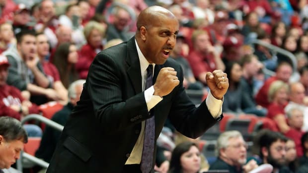 lorenzo-romar-washington-huskies-rebound.jpg