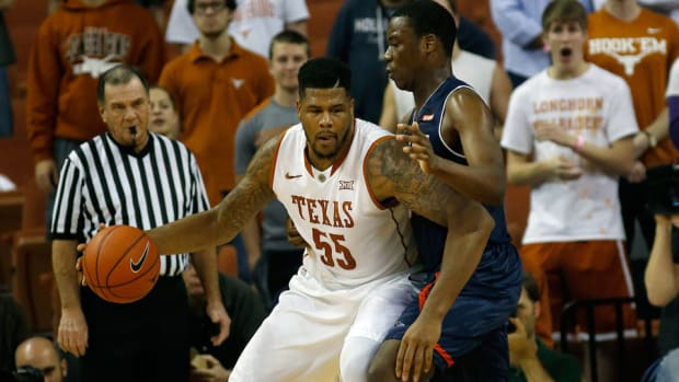 cameron-ridley-fractured-foot-injury-out-indefinitely-texas-longhorns-basketball.jpg
