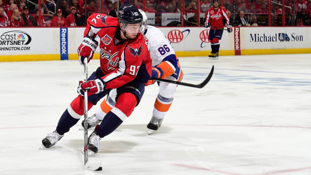 Kuznetsov-capitals-islanders-game4-playoffs.jpg