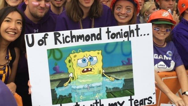 Drake, Crying MJ, Lil B: The best signs from ESPN's College Gameday