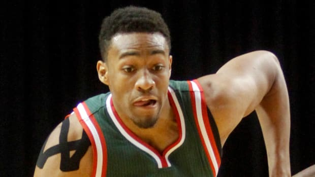 Bucks' Jabari Parker works out on court before game IMAGE