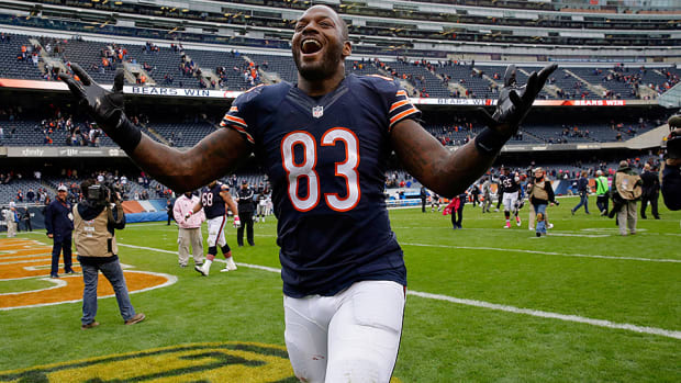 martellus-bennett-huddle-up-bears-2015.jpg