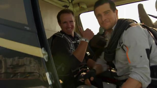 Drew Brees jumps out of helicopter, wrestles crocodile - IMAGE