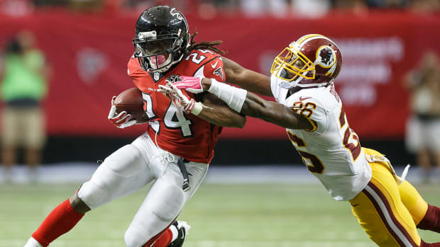 Falcons remain perfect off strong performance by Freeman IMAGE