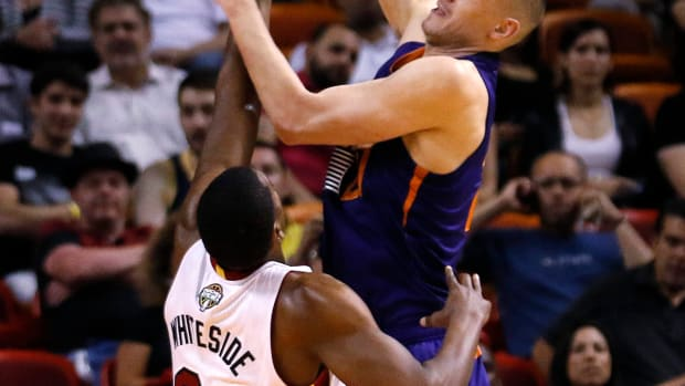 Hassan Whiteside, Alex Len ejected after third-quarter fight IMAGE