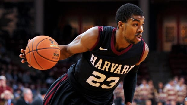 Harvard Crimson and Yale Bulldogs battle in key Ivy League game IMG