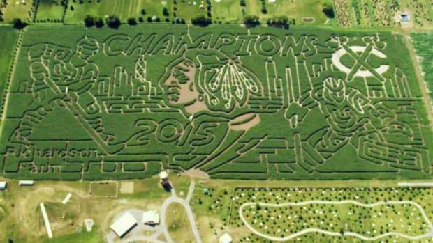 Chicago-blackhawks-corn-maze-lead.jpg