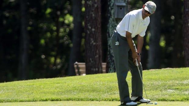Derek Jeter Hustles President Obama on the Golf Course--IMAGE