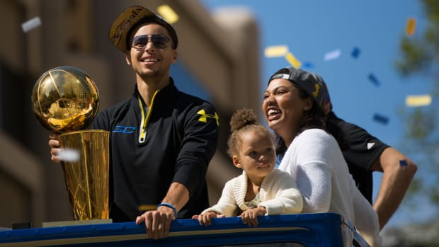 riley-curry-family-parade.jpg