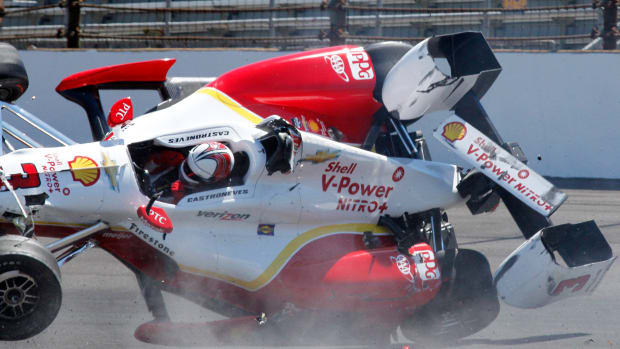 helio-castroneves-practice-indy-500-race-crash-not-hurt.jpg