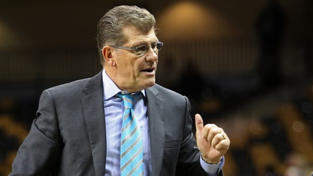 uconn geno auriemma rips mens college basketball
