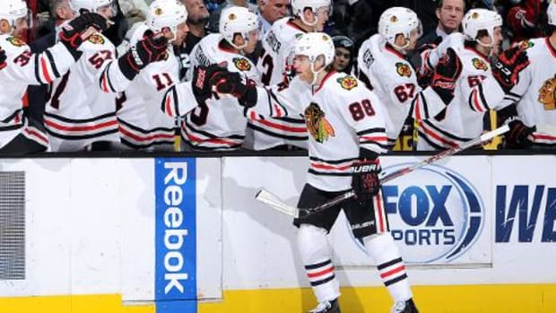 Patrick Kane ties team record with points in 21 straight games - IMAGE