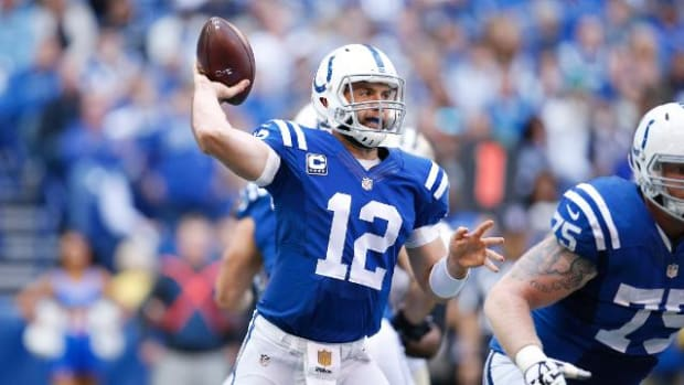 Report: Colts QB Andrew Luck played with cracked ribs since Week 3 -- IMAGE