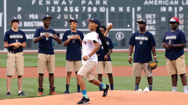 Mo'ne Davis throws out first pitch at Red Sox game--IMAGE