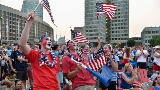 usa-japan-world-cup-fans-celebrate-carli-lloyd.jpg