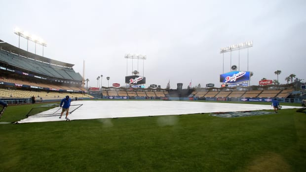 los_angeles_dodgers_rain_delay.jpg