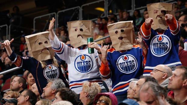 edmonton-oilers-fans-wearing-bags.jpg
