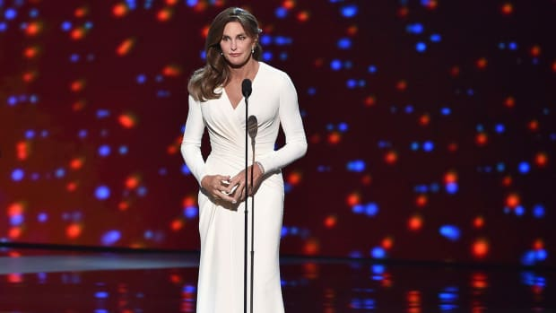 Caitlyn Jenner receives Arthur Ashe Courage Award at ESPYS IMAGE