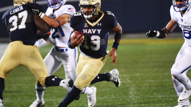 Navy QB Keenan Reynolds remains the ultimate Midshipman as he nears the NCAA rushing TD record