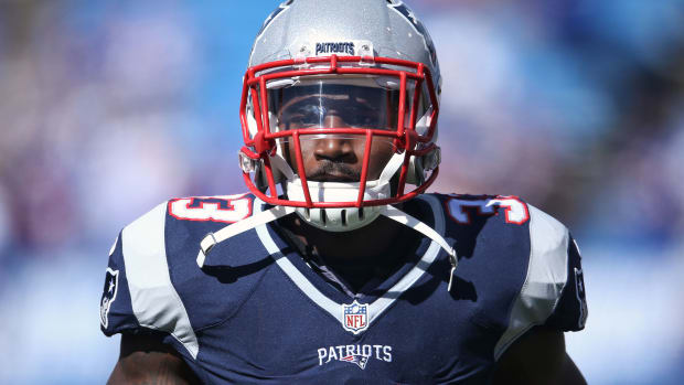 dion-lewis-extension-patriots.jpg