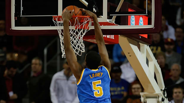 ucla kevon looney breaks basket