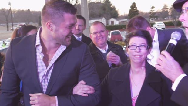 tim tebow attends prom night to shine