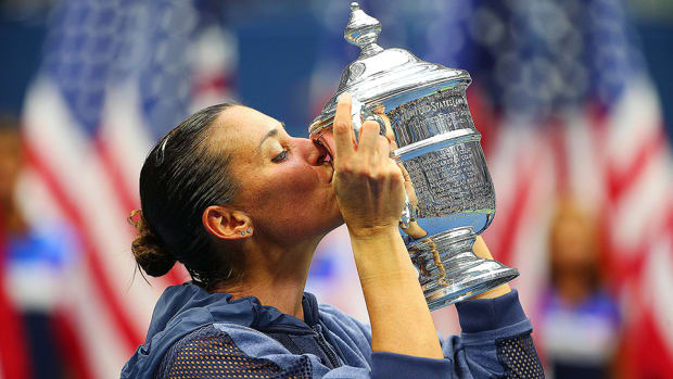 pennetta-trophy-kiss-lead-si.jpg