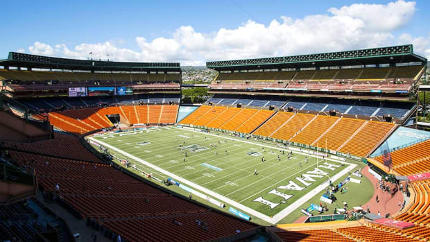 hawaii-football-coaching-staff-nick-rolovich.jpg