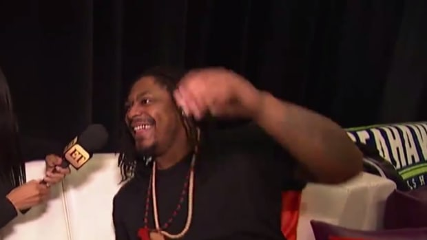 Marshawn Lynch sings in interview on Super Bowl Media Day