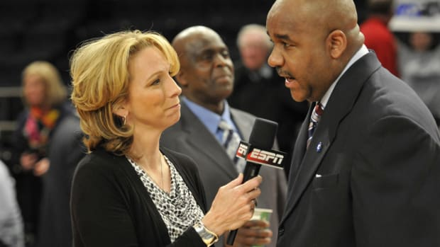beth-mowins-oakland-raiders-play-by-play.jpg