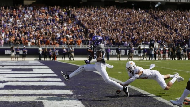 Campus Clicks: Bad weekend for refs, Texas DB retweets during halftime