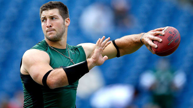 Tim Tebow works out for Eagles, leaves without signing IMAGE