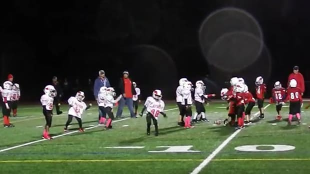 youth-football-players-whip-nae-nae-video.png