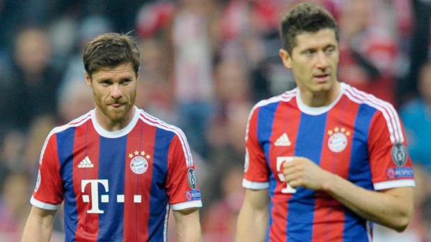 xabi-alonso-robert-lewandowski.jpg