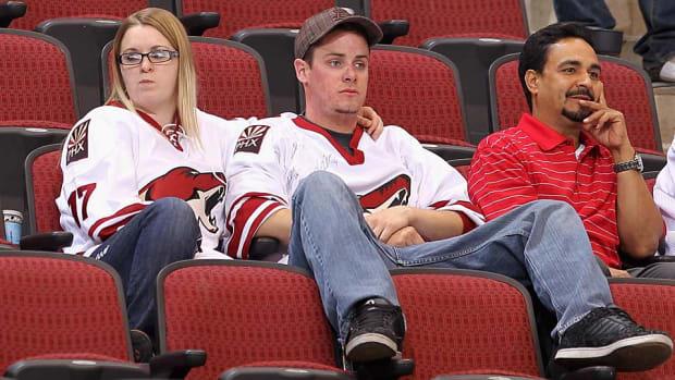 Coyotes-fans-Christian-Petersen.jpg