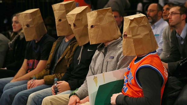 Knicks fans paper bags 960