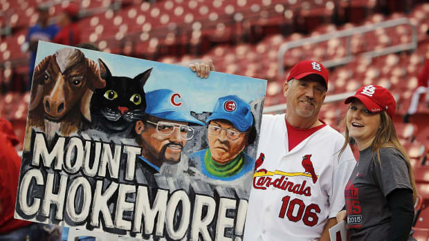 St-Louis-Cardinals-fans-d8a22d4de2004f97b814fbc37d180cb7-0.jpg