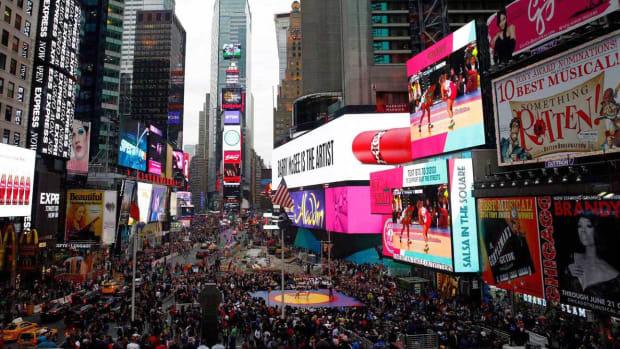00-intro-2015-Beat-the-Streets-New-York-X159631_TK1_017_0.jpg