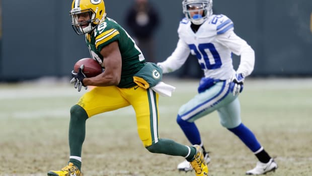 randall cobb re-signs green bay packers