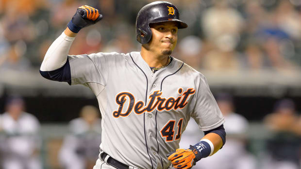 Victor Martinez (knee) out 4-6 weeks IMAGE