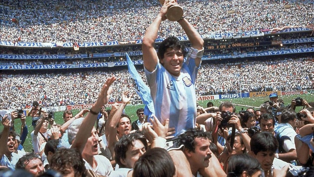1986-maradona-trophy.jpg