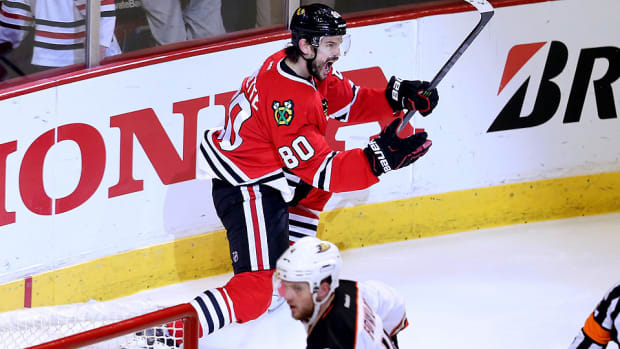antoine-vermette-blackhawks-celebrate-game-4-winner.jpg