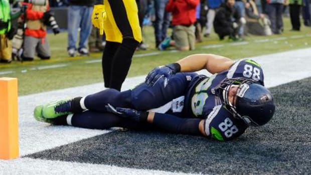 Seahawks TE Jimmy Graham out for season with torn patellar tendon IMAGE