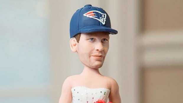 Surprise Deflategate groom's cake features Tom Brady in wedding dress - IMAGE
