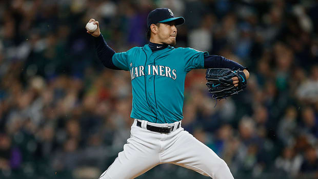 hisashi-iwakuma-resigns-with-mariners.jpg